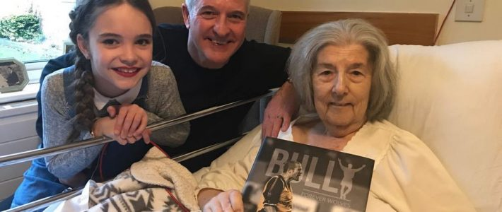 Steve Bull pays surprise visit to seriously ill Wolves fan